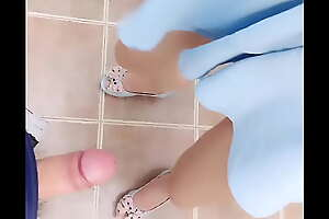 网红刘婷精彩演绎公厕勾引背包男啪啪完后还对着镜子劈腿掰穴自拍