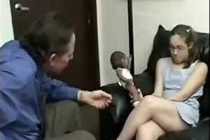 Su DIRECTOR de la ESCUELA se la COGE para que no la EXPULSE //// Video completo --&gt_   xxx porn video short.pe/4TvQdr