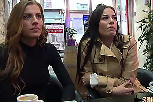 Eveline et Silvia, les soeurs jumelles salopes, se font baiser par le même mec