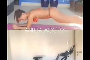 Anitta - Treino de Biquini #3
