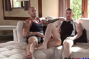 Facialized chav plowed by muscular hunk
