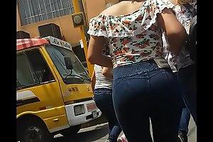 chibola culona en jeans 1