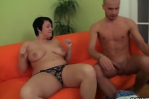 He plays with her fat shaved pussy before doggy-fuck