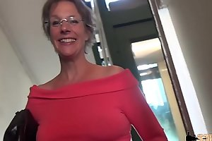 Guestimated anal-sex together with squirting for this cougar mammy