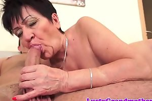 Chunky euro granny pussylicked and slammed