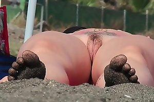 Amateur Milfs Naked at the beach Voyeur HD