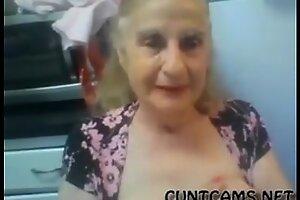 老奶奶闪烁她的奶上网络摄像头-更多在混蛋凸轮