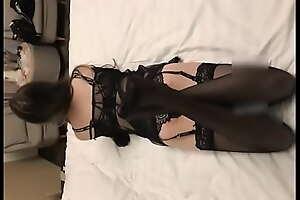 极品嫩模大长腿穿黑色丝袜被按在床上狂操