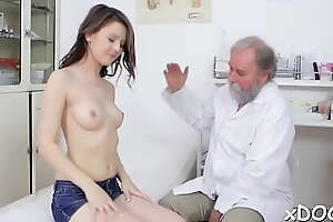 Fascinating brunette Licie gets awesome bang